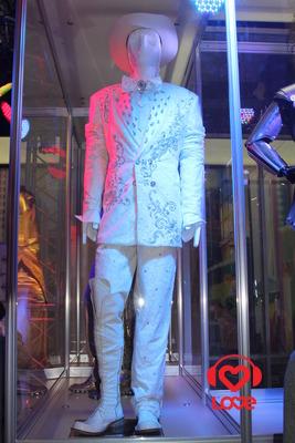 Филипп Киркоров оденет граждан в звездные наряды