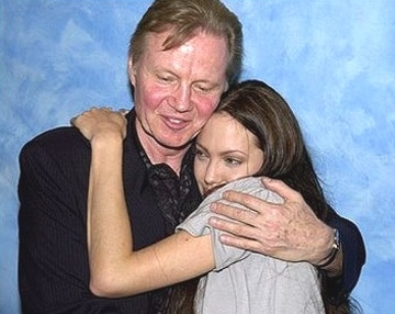 Анджелина Джоли помирилась со своим отцом