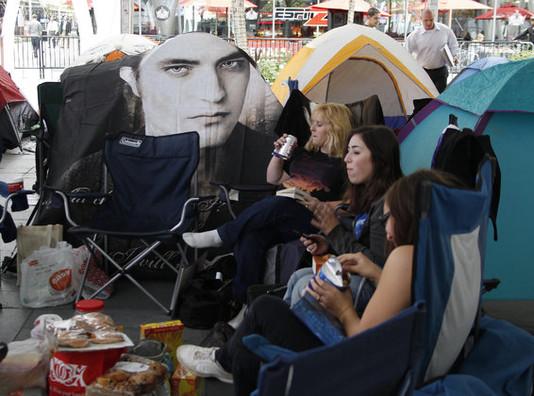 """Фанаты """"Сумерек"""" живут в палатках в ожидании премьеры"""