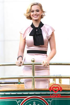 Кэти Перри признали артисткой года Кэти Перри Рейтинг. кэти перри слушать