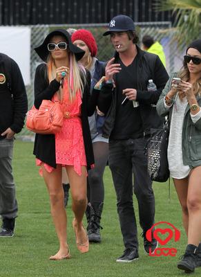 Звёзды на фестивале «Coachella» Пэрис Хилтон Кэти Перри. кэти перри слушать