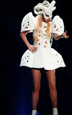 Леди Гага эпатирует вне сцены