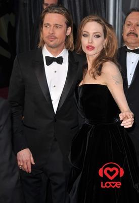 Анджелина Джоли подарила Брэду Питту вертолет