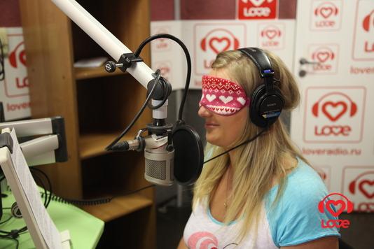 Пижамная Вечеринка в офисе Love Radio. Ведущая информационных программ - Алина Носачева
