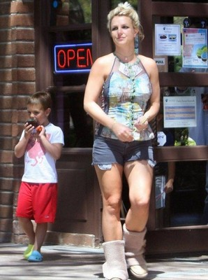Бритни Спирс выбрала обувь не по сезону Бритни Спирс. бритни спирс слушать
