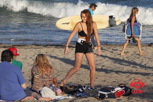 Линдсей Лохан на пляже