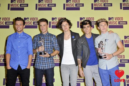 Вторым в рейтинге стал британский бойз-бенд One Direction