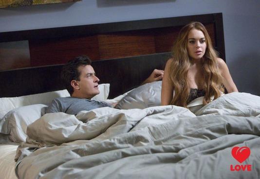Линдси Лохан проснулась в постели с Чарли Шином