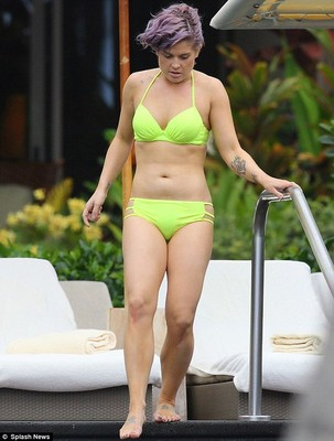 Келли Осборн отдыхает на Гавайях