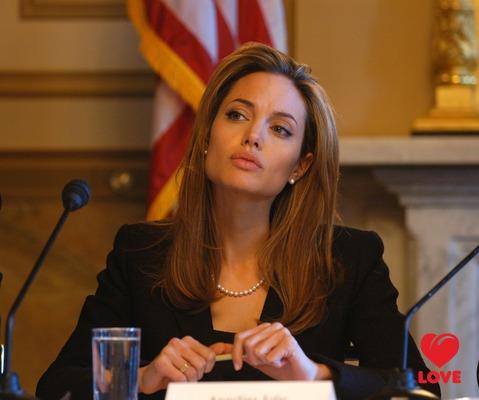 Анджелина Джоли и Брэд Питт выкупили кольца