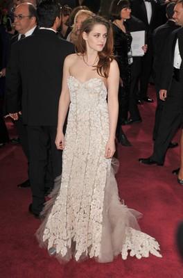 Худшие наряды Оскара 2013. Кристен Стюарт