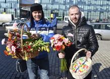 Команда Love Radio поздравила девушек с 8 марта